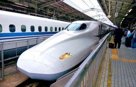 Japanski voz kasnio 19 minuta jer je 40 sekundi vozio otvorenih vrata