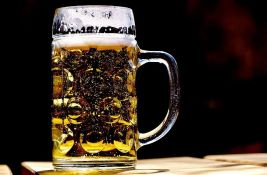 Udružili se pekari i pivari s viškom piva zbog korone - svaki kupac specijalne vekne hleba dobije i pivo