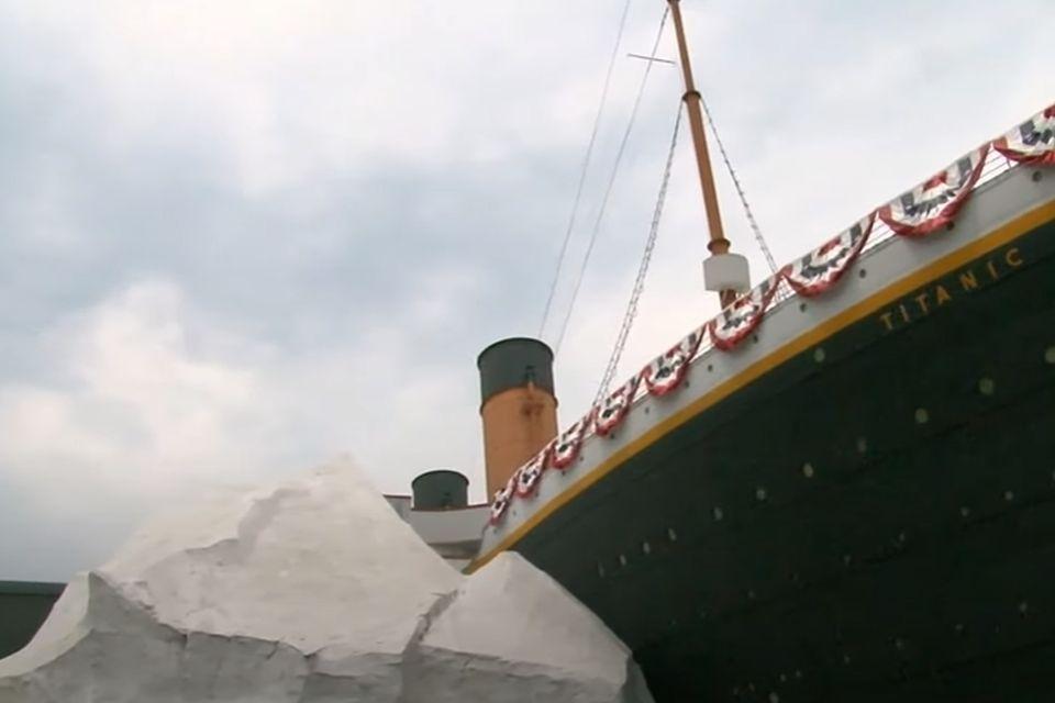 VIDEO: Posetioci Muzeja Titanika u bolnici nakon što se obrušila veštačka santa leda