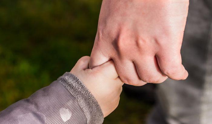 Ako se roditelj zarazi virusom korona, kuda će dete?