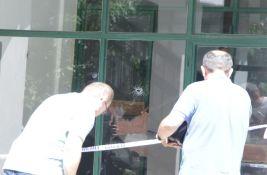 FOTO: Pucnjava usred dana na Novom naselju, ranjen tridesetogodišnjak