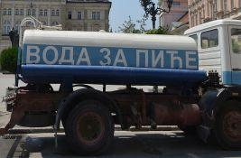 Zbog visokih temperatura cisterne sa pijaćom vodom na dve lokacije u Novom Sadu