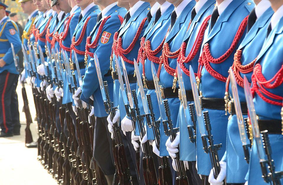 Kragujevačkim školama naloženo da dovedu đake na vojnu paradu na Vidovdan, poziv ocenjen kao sraman