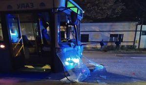 FOTO: Težak sudar autobusa, kamiona i automobila u Petrovaradinu, sedmoro povređenih