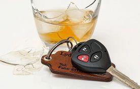 Vozio automobil sa 4,48 promila alkohola u krvi, kažnjen sa mesec dana zatvora i 140.000 dinara