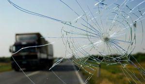 Kamion izleteo sa kolovoza na autoputu kod Sremske Mitrovice