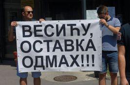Novi protest opozicije ispred opštine Vrača