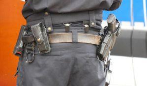 Policajac slučajno sam sebe upucao u glavu tokom primopredaje smene