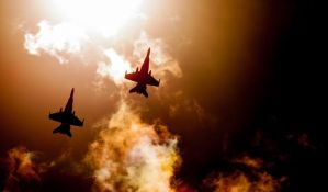 Francuski vojni avioni u niskom preletu presekli strujne vodove