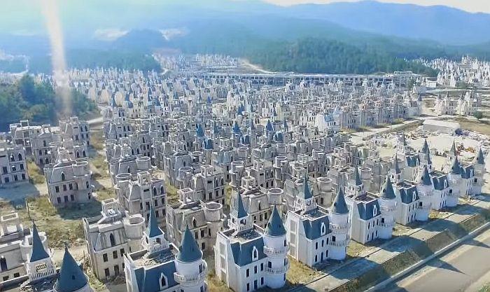 VIDEO: Groblje malih dvoraca u Turskoj