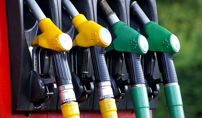 Cene benzina i dizela povećane za 5 dinara po litru