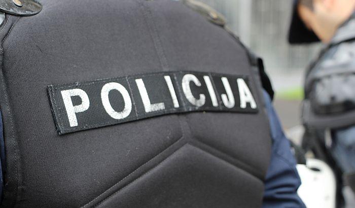 Zrenjanin: Lomio hamburgeriju, vređao policajce, posedovao narkotike, pa uhapšen