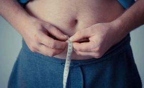 Virus korona teže pogađa gojazne muškarce