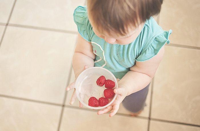 Bebe će podeliti hranu sa drugima čak i kada su gladne
