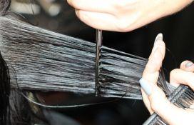 VIDEO: Kosu dugu dva metra ošišala nakon 12 godina