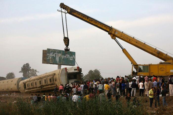 VIDEO: Voz iskočio iz šina u Egiptu, najmanje 11 mrtvih i skoro 100 povređenih