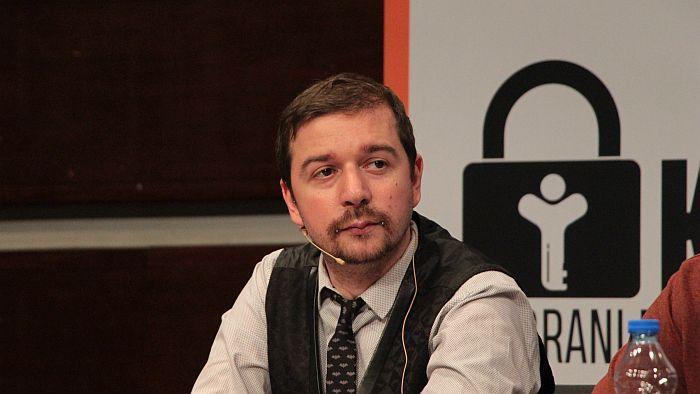 Urednik KRIK-a Stevan Dojčinović zadržan na aerodromu u Abu Dabiju i deportovan u Srbiju