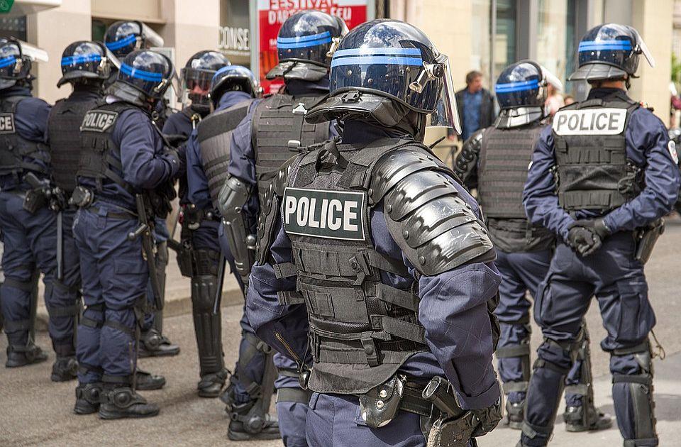 Sukobi s policijom na rejv žurci u Francuskoj, mladić izgubio ruku