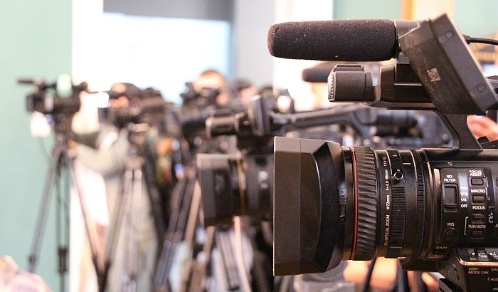 UNS: Neprihvatljiv zahtev da novinari unapred šalju pitanja funkcionerima