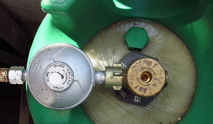 Vrbas: Šestoro povređeno u eksploziji plinske boce na pumpi