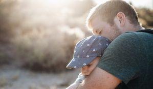 Stručnjaci: Postnatalna depresija pogađa i očeve