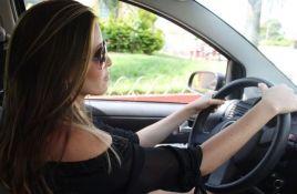 U Srbiji 35 odsto žena ima vozačku dozvolu