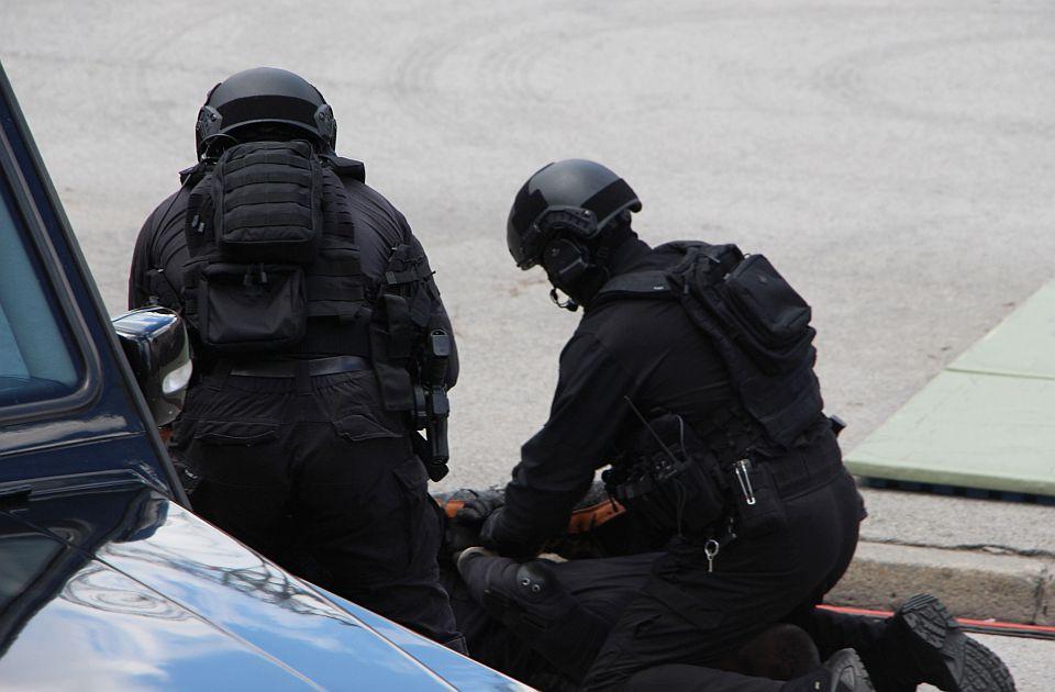 U Beogradu zaplenjen kokain, heroin i oružje