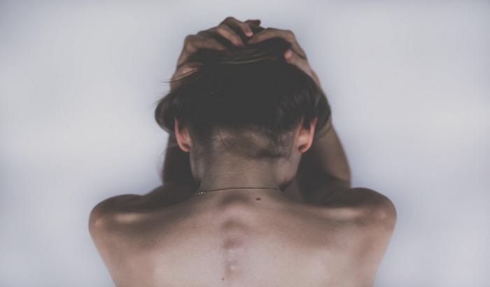 Otkrivena veza između bolova u leđima i upornih glavobolja