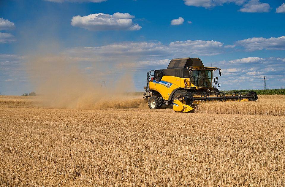 Uhapšeni zbog sumnje da su požnjeli žito sa parcele jedne firme