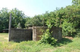 FOTO, VIDEO: Bunkeri stari 80 godina skriveni kod Novog naselja, danas se koriste kao šupe