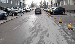 Barijere u Branka Bajića su dozvoljene, parking oko tih zgrada je privatna svojina