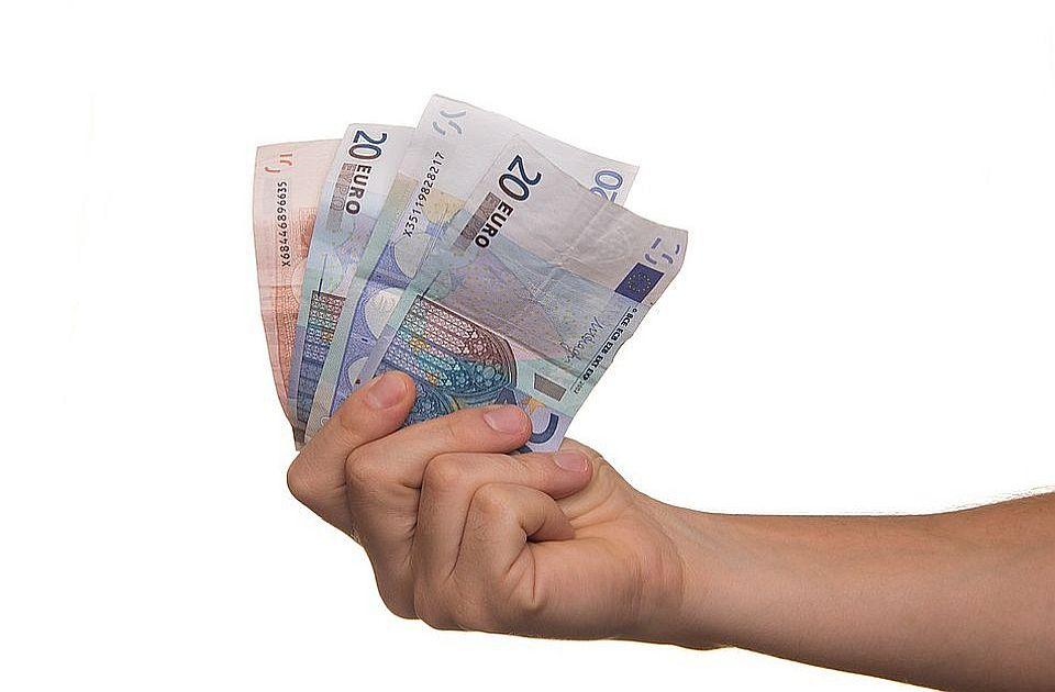 Isplata 30 evra počinje u sredu, objavljeno koliko ljudi će dobiti novac prvog dana