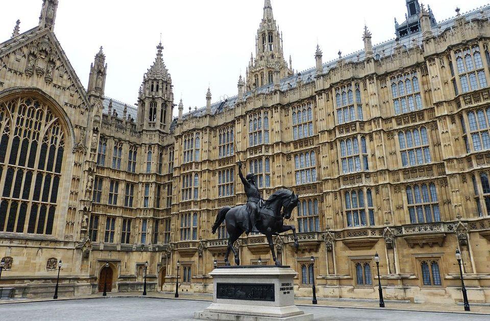 """Parlament """"češlja"""" finansije britanskog premijera"""