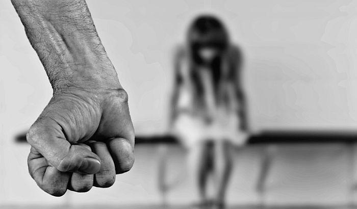 """Razgovor """"Porodično nasilje - tragovi koji ostaju zauvek"""" 20. marta u Radio kafeu"""