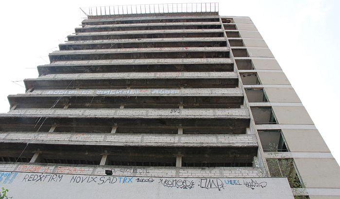 Mladić povređen kod zgrade Radničkog univerziteta
