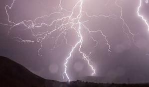 Upozorenje RHMZ: Jaki pljuskovi, grmljavina i grad