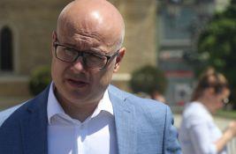 Gradonačelnik Vučević osudio uništavanje bilborda posvećenog romskim žrtvama