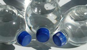 Pada prodaja Koka Kolinih gaziranih pića, kupuje se flaširana voda