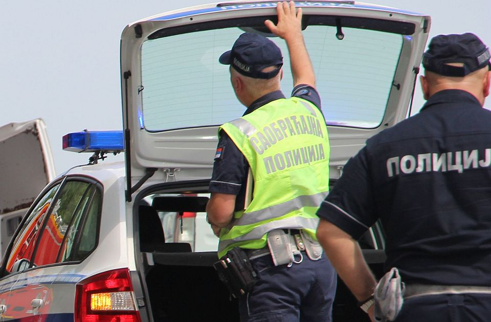 Petoro povređeno u lančanom sudaru na autoputu kod Stare Pazove