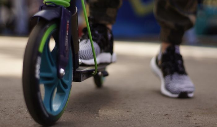 E-trotineti u Novom Sadu: Peticija da se reguliše njihovo kretanje i zabrani maloletnicima