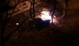 FOTO: Izgoreo deo džipa u Maksima Gorkog
