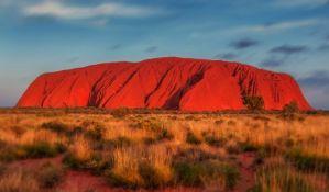Australija zabranila penjanje na svetu stenu Uluru