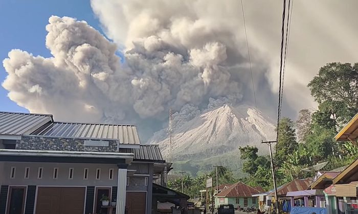 VIDEO: Proradio vulkan u Indoneziji, obližnja sela prekrivena pepelom