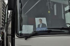 Penzionerke koje su negodovale jer su umesto u banju odvedene na Vučićev skup izbačene iz udruženja