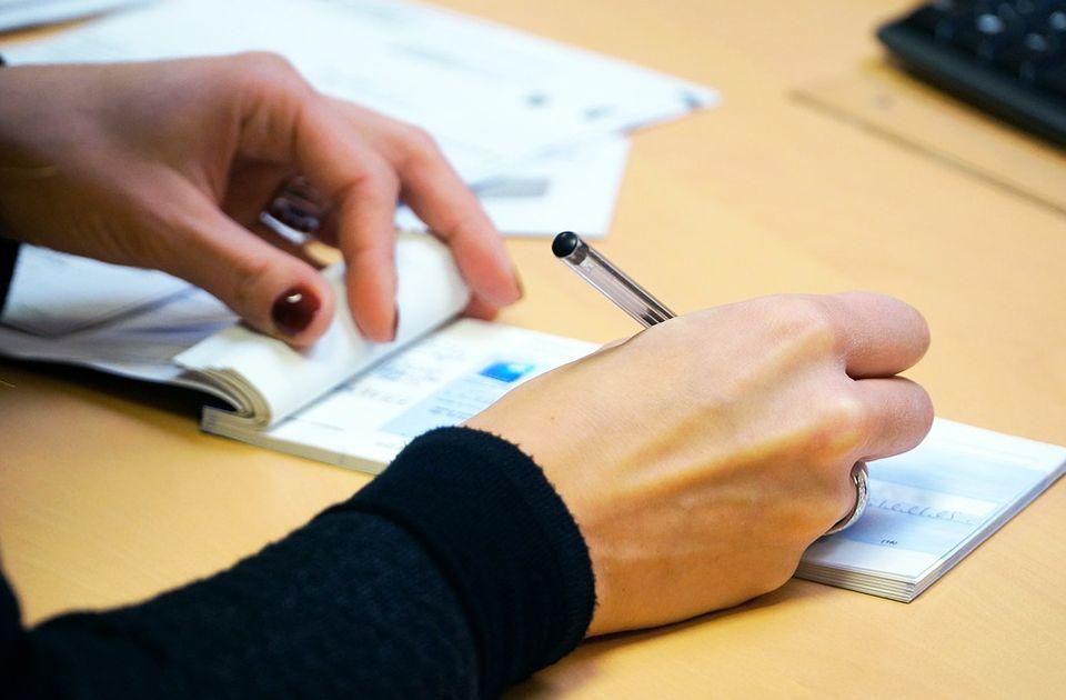 Zabrana otpuštanja stvara probleme: Ako radnik premine, poslodavac mora da vrati pomoć države