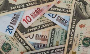 Kurs evra prema dolaru pao najniže u poslednje dve i po godine