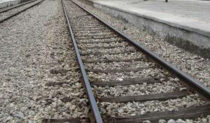 Voz naleteo na automobil kod Despotovca, na stanici Majdanpek iskliznuo vagon