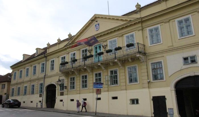 DRI: Povlašćeni pripravnici, prekovremeni sati i novac mimo konkursa u Sremskim Karlovcima