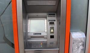 Lopov u Splitu hakovao bankomat da mu izbacuje novac, policija po ulici skupljala 10.000 evra