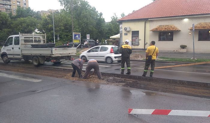 FOTO: Počelo postavljanje semafora na uglu Kralja Petra I i Paje Markovića